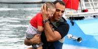 Ölümle burun buruna gelen 3#039;ü çocuk 7 kişiyi deniz polisi kurtardı