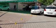 Park halindeki lüks otomobile silahlı saldırı