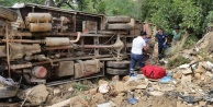 Alanya#039;da kamyonet uçuruma yuvarlandı: 2 yaralı var