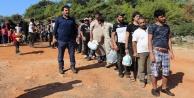 Tekneyle gelen kaçak mülteciler muz bahçesinde yakalandı