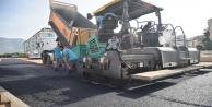 Alanya Belediyesi Yeni Oba Çayı Köprüsü çevresindeki yolları asfaltlıyor