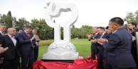 İpek Yolu Forumundan anlamlı anıt