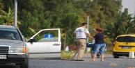 Kadın sürücü önce çarptı, sonra doğrulttu