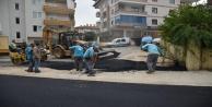 Alanya Belediyesi, prestij caddelerine sıcak asfalt döküyor