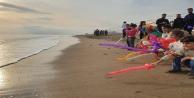 Suriyeli çocuklar Akdeniz#039;deki göçmen ölümleri için sahilde buluştu