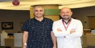 Vasiyetini hazırlayıp ölmeyi bekleyen turist, Türk doktor sayesinde yaşama tutundu