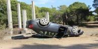 Virajı alamayan otomobil ters döndü