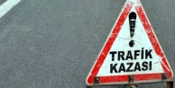 Alanya'da motosiklet ve otomobil çarpıştı: 3 kişi yaralandı