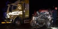 Sebze yüklü kamyonla kamyonet çarpıştı: 1 ölü, 2 yaralı