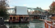Tarihi köprü yeniden trafiğe açıldı