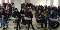 Üniversitelilere AIDS semineri verildi