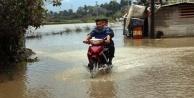 Yağmur sonrası dere ve kanallar taştı