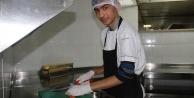 Alanya#039;da zihinsel engelli öğrenciler turizm işçisi oldu