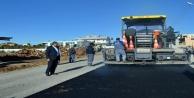 Büyükşehir sıcak asfaltta hız kesmiyor