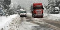Konyaya gidecekler dikkat! Kar yolları yeniden kapattı
