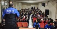 Polislerden öğrencilere gereken tedbirleri anlattı