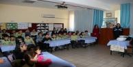 Alanya polisi okullarda hız kesmiyor