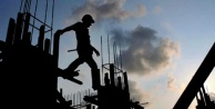 Alanyada çatıdan düşen işçi ölümden döndü!