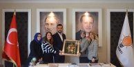 MHP#039;li kadınlardan Toklu#039;ya hediye