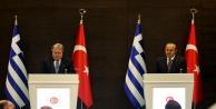 Bakan Çavuşoğlu Yunanistanda açtı ağzını yumdu gözünü!