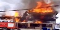 Korkutan yangında 3 ev birden alevlere teslim oldu