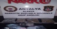 Alanya#039;da kargoyla uyuşturucuya polis baskını