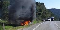 Otomobil alev alev yandı: 2 yaralı