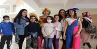 Üniversiteli öğrenciler Lösemili çocuklara moral oldular