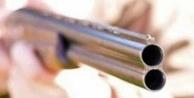Av tüfeği ile oynarken annesini yaraladı