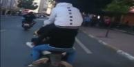 Motosiklete 5 kişi bindiler, sığmayınca birbirlerinin üzerine çıktılar