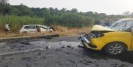 Taksi ile otomobil çarpıştı: 4 yaralı var