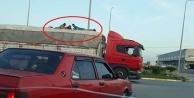 Tır dorsesi üstünde 3 kişinin tehlikeli yolculuğu