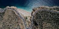 Dünyaca ünlü plajda izdiham yaşandı, 3 kilometrelik araç kuyruğu oluştu