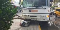 Alanya#39;da yağmurda kayan halk Otobüsü motosikleti ezdi