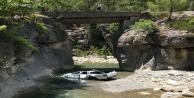 Gezi için kiraladıkları araçla köprüden düştüler: 1 ölü, 1 yaralı