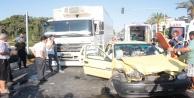 Kamyonla otomobil çarpıştı: 1#039;i ağır 2 yaralı