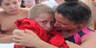 Kayıp oğluna kavuşan öğretmen annenin mutluluk gözyaşları