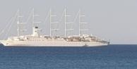 Dünyanın en büyük yelkenli yolcu gemisi Alanya'ya demir attı!