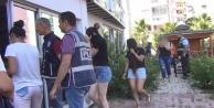 Fuhuş operasyonu: 66 yabancı kadın sınır dışı edildi