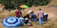 Vatandaşlar yaralılar için şemsiyelerle gölgelik alan oluşturdu