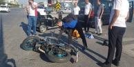 Kaskı olmayan motosiklet sürücüsü ölümden döndü
