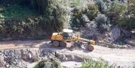 Alanya Belediyesi bozulan yolları onarıyor