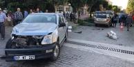 Alanya#039;da halkın sinyalizasyon istediği kavşakta 4 araç birbirine girdi