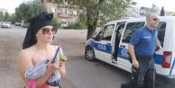 Yarı çıplak İsveçli kız polisi çileden çıkardı