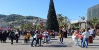 Alanya#039;da kurulan Noel Pazarı#039;na yoğun ilgi