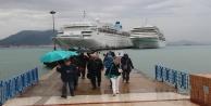 Alanya#039;ya bir günde iki lüks gemiyle 2 bin turist geldi