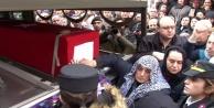 Bomba imha uzmanı şehit Esra Çevik, son kez annesinin evine getirildi