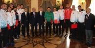 Vali, Türkiye şampiyonu olan Alanyalı öğretmenleri ağırladı