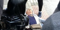 Alanya#039;da yol ortasında panik! Yaşlı kadın yere yığıldı