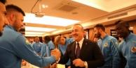 Bakan Çavuşoğlu Alanyaspor#039;un kampını ziyaret etti